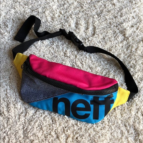 a1d40b3277dc7 neff throwback fanny pack